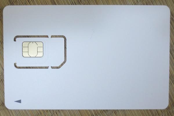 「OCNモバイルONE」のSIMカード
